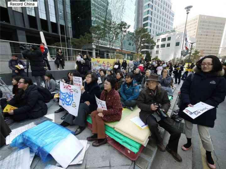 韓国の元慰安婦ら、謝罪求める世界200万人の署名を手に日本大使館へ- Record China