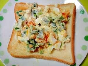 ゆで卵とまるごとピーマンのマヨ和えトースト レシピ・作り方 by mint74|楽天レシピ