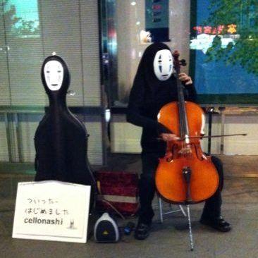 【画像】高松駅にチェロを弾くカオナシがあらわれるというジブリな話 - NAVER まとめ