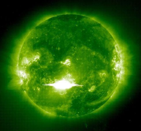北朝鮮、9日のミサイル発射断念も-太陽フレアで電子機器影響の恐れ - Bloomberg