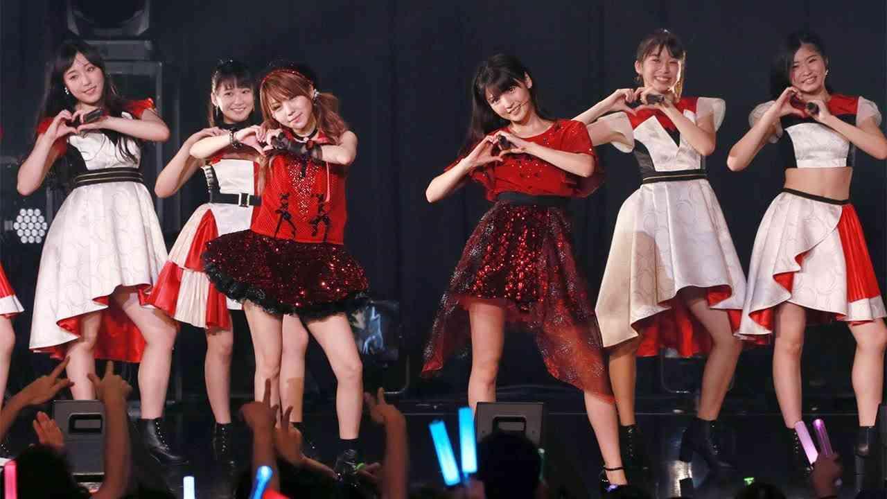 OG道重さゆみ&田中れいな、サプライズ登場!「モーニング娘。」結成20周年イベント - YouTube