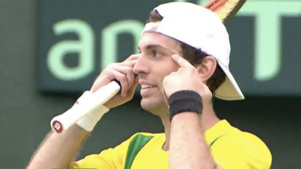 テニス・デビス杯日本戦出場のブラジル選手、「人種差別」ともとれる仕草を謝罪