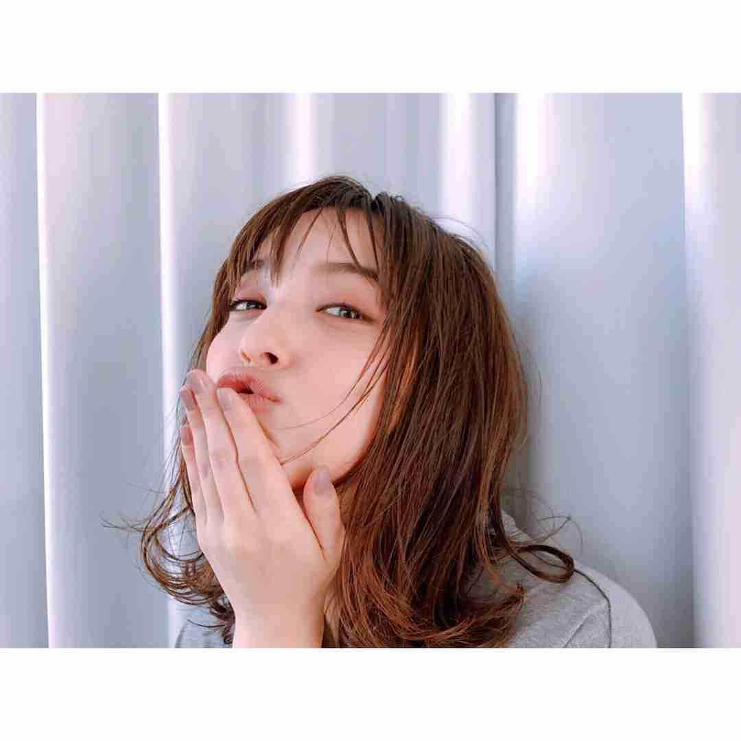 """佐々木希、""""チュー顔""""で悩殺! 唇を尖らせた表情に「おそろしく可愛い」の声"""