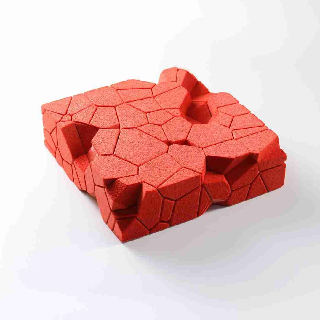もはやオブジェ!? ウクライナ発「幾何学ケーキ」の芸術美におどろき隠せず!