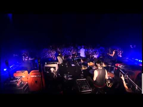 coldrain - we are not alone(Live HD) - YouTube