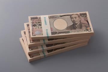 平均年収421万円余 4年連続増も格差拡大 男性521万円 女性279万円