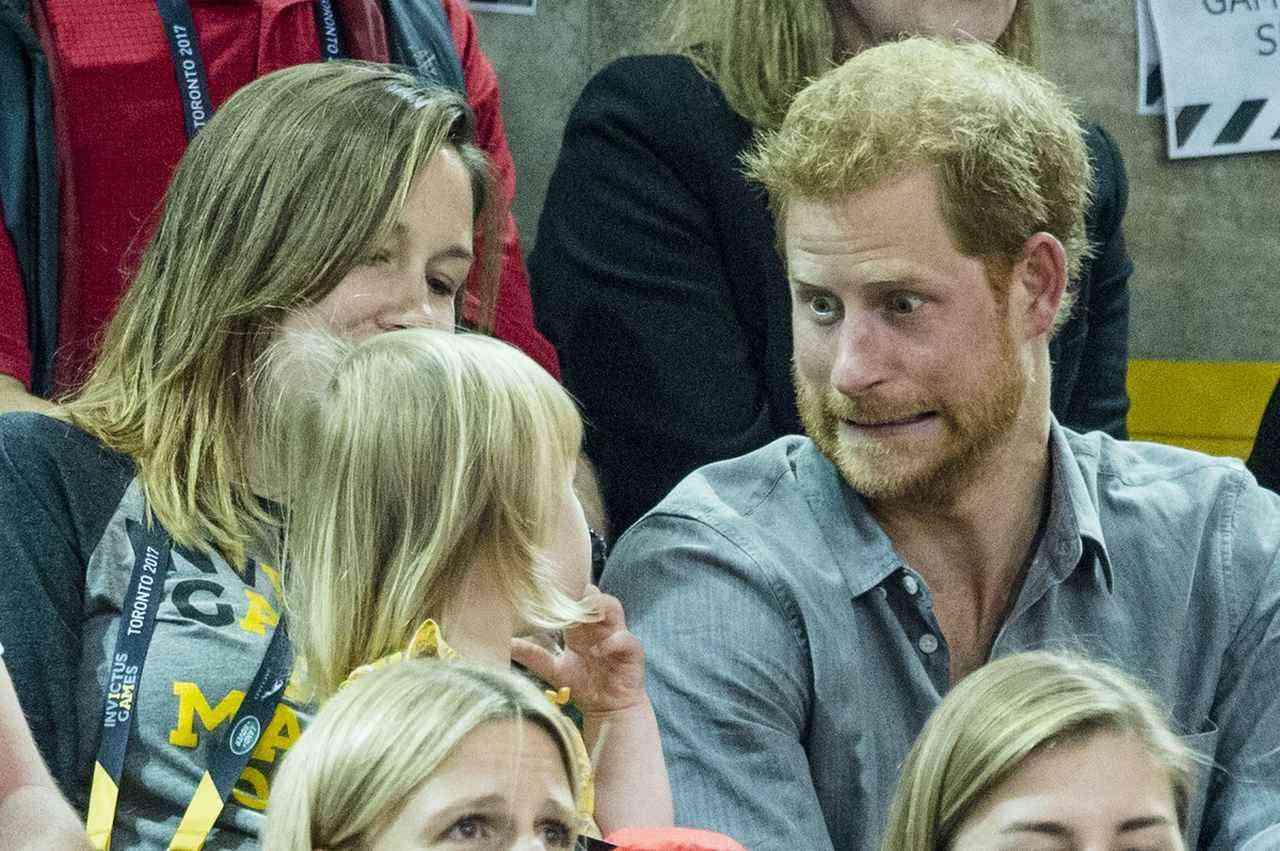 「小さなポップコーン泥棒」の犯行に気づいた英ヘンリー王子の反応がプライスレス