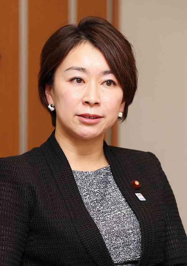 山尾志桜里 幹事長撤回の理由は「9歳下弁護士との禁断愛」 (文春オンライン) - Yahoo!ニュース