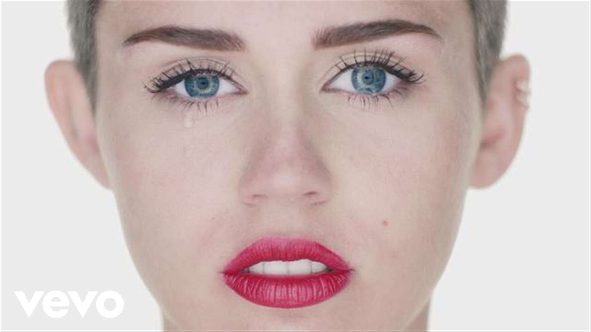 Miley Cyrus - Wrecking Ball - YouTube