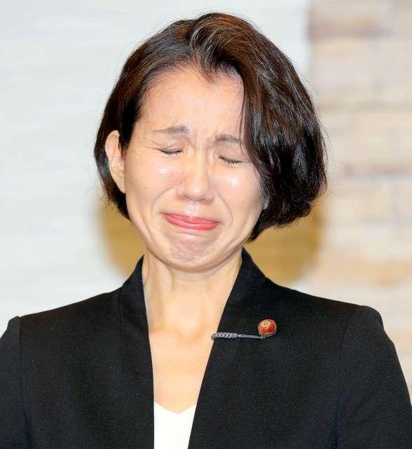 豊田真由子議員、「吐いてでも食え!」「娘の顔にマジックで書け」と罵倒…元秘書ら緊急座談会で暴露 : スポーツ報知