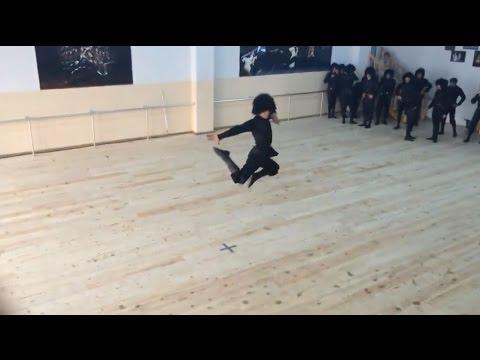 【す、凄い!】グルジアンダンスという民族舞踊がカッコよすぎる件【That's Entertainment!】 - YouTube