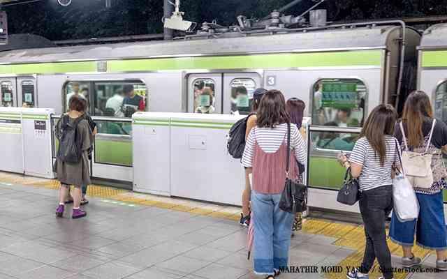 東京の電車は『精神攻撃』がハンパない!一方、大阪は?  –  grape [グレイプ]