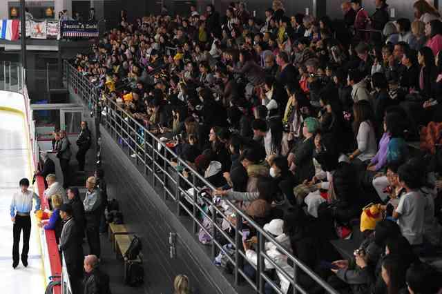 羽生ファン、カナダで熱狂 売上好調の運営側の悩みは…:朝日新聞デジタル