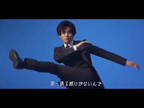 松坂桃李がスーツで飛ぶ/AOKI新TV CM「とことん動ける」篇(15秒)(メイキング) - YouTube
