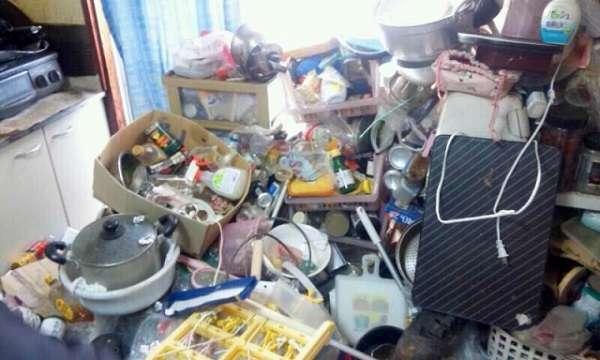 ゴミ部屋で暮らす「セルフネグレクト」30~40代が増加 「物をなんでも積み重ねる」人は要注意