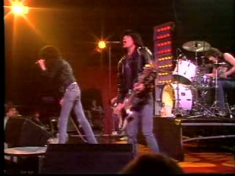 The Ramones - Blitzkrieg Bop (Live) - YouTube