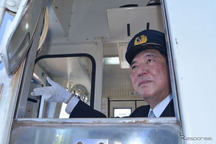 石破茂氏、人生初の列車運転体験を満喫…高千穂あまてらす鉄道