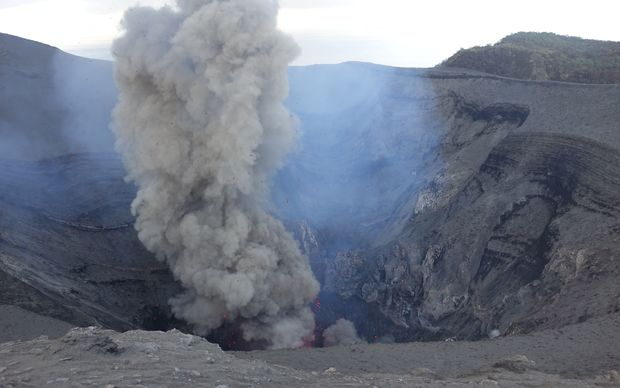Warnings as Vanuatu volcanoes rumble | Radio New Zealand News