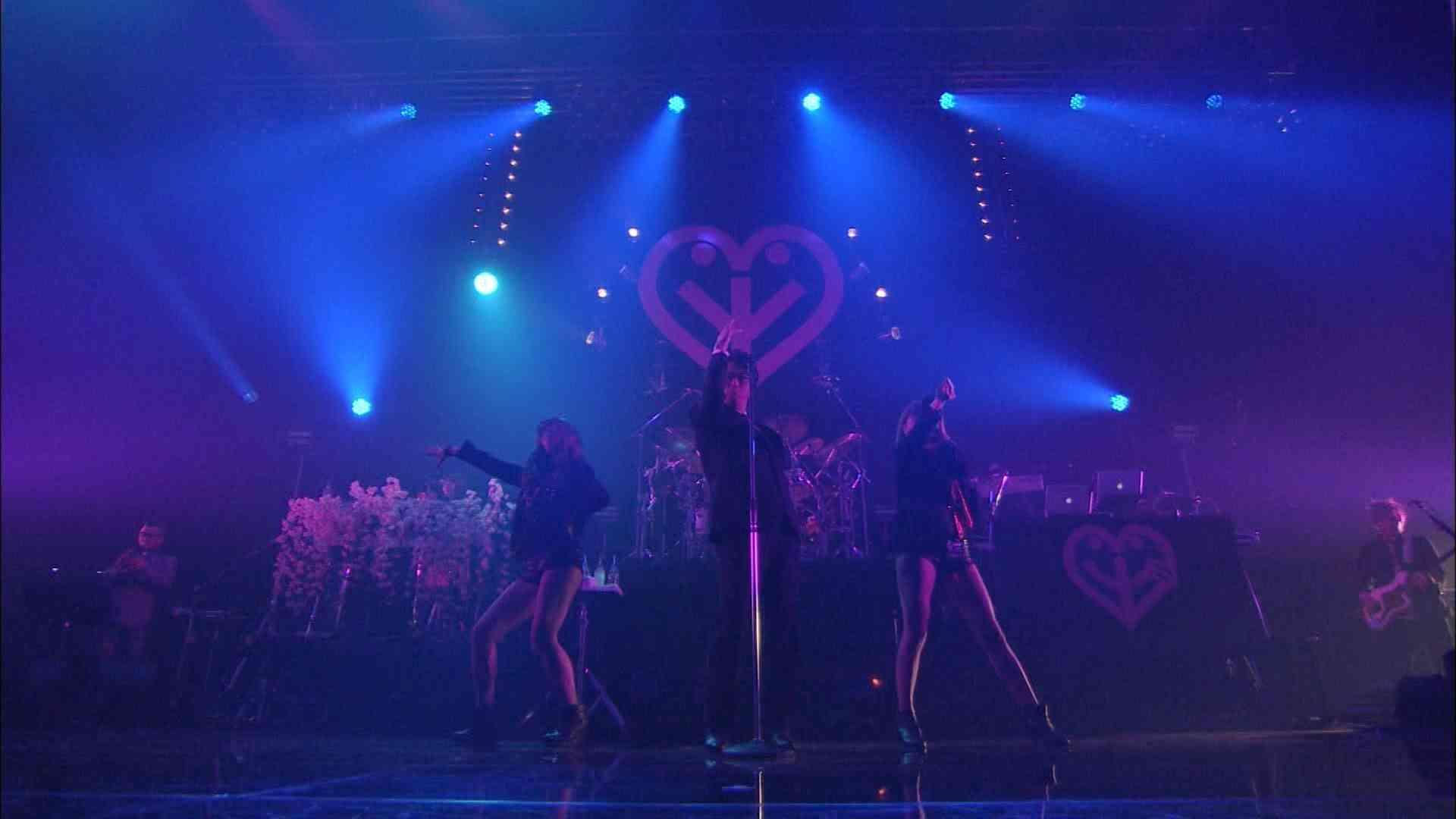 岡村靖幸「ぶーしゃかLOOP」LIVE - YouTube