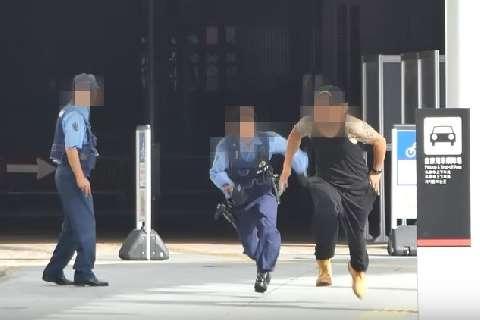 警官の前で「白い粉」を落として逃げるYoutuberドッキリ動画、犯罪なのでは? - 弁護士ドットコム