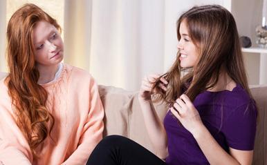 「短いほうが似合うよ」女が女に髪を切らせたがる怖~い理由【恋占ニュース】 | ココロニプロロ|恋愛×占い