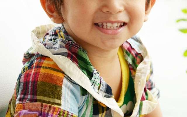声が小さい4歳の男の子、女性が耳を近づけたところ?「オバサンついていけない」