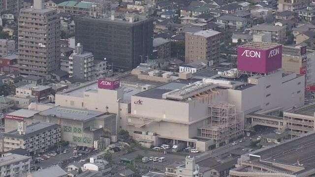 ショッピングセンターで警察官の拳銃から弾2発発射 福岡 | NHKニュース