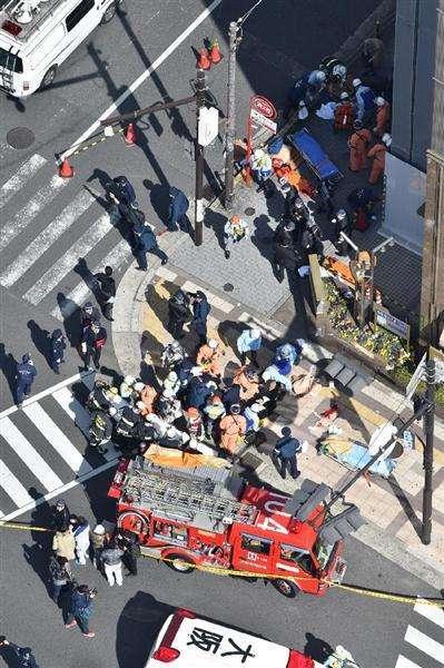 梅田の繁華街 車歩道に突っ込み11人負傷、20代女性、運転手ら3人心肺停止