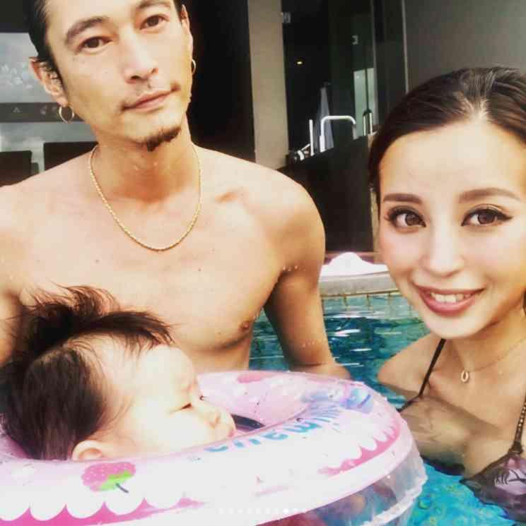 【エンタがビタミン♪】窪塚洋介、バリ島で生後3か月の娘とプールで遊ぶ 家族旅行の写真がどれも素敵! | Techinsight(テックインサイト)|海外セレブ、国内エンタメのオンリーワンをお届けするニュースサイト