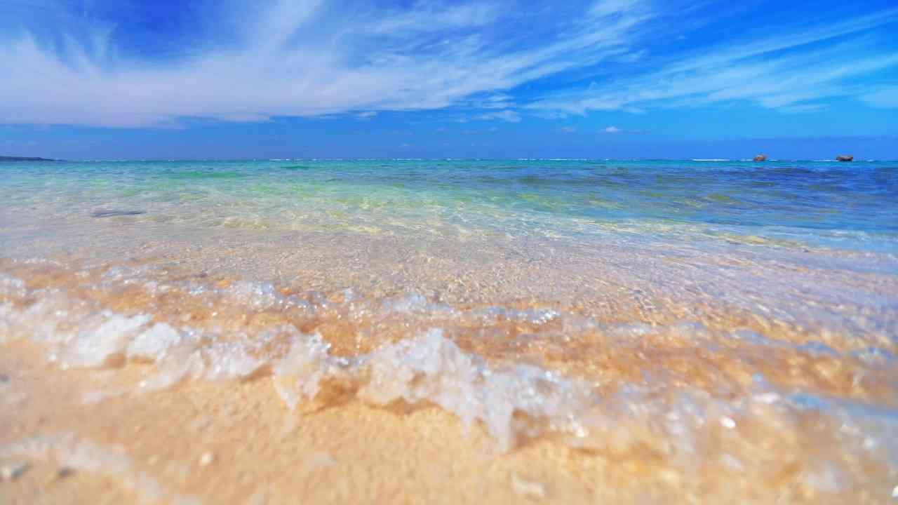 【立体音響】聞き疲れしにくい 砂浜の波音 Sound of sandy beach - YouTube