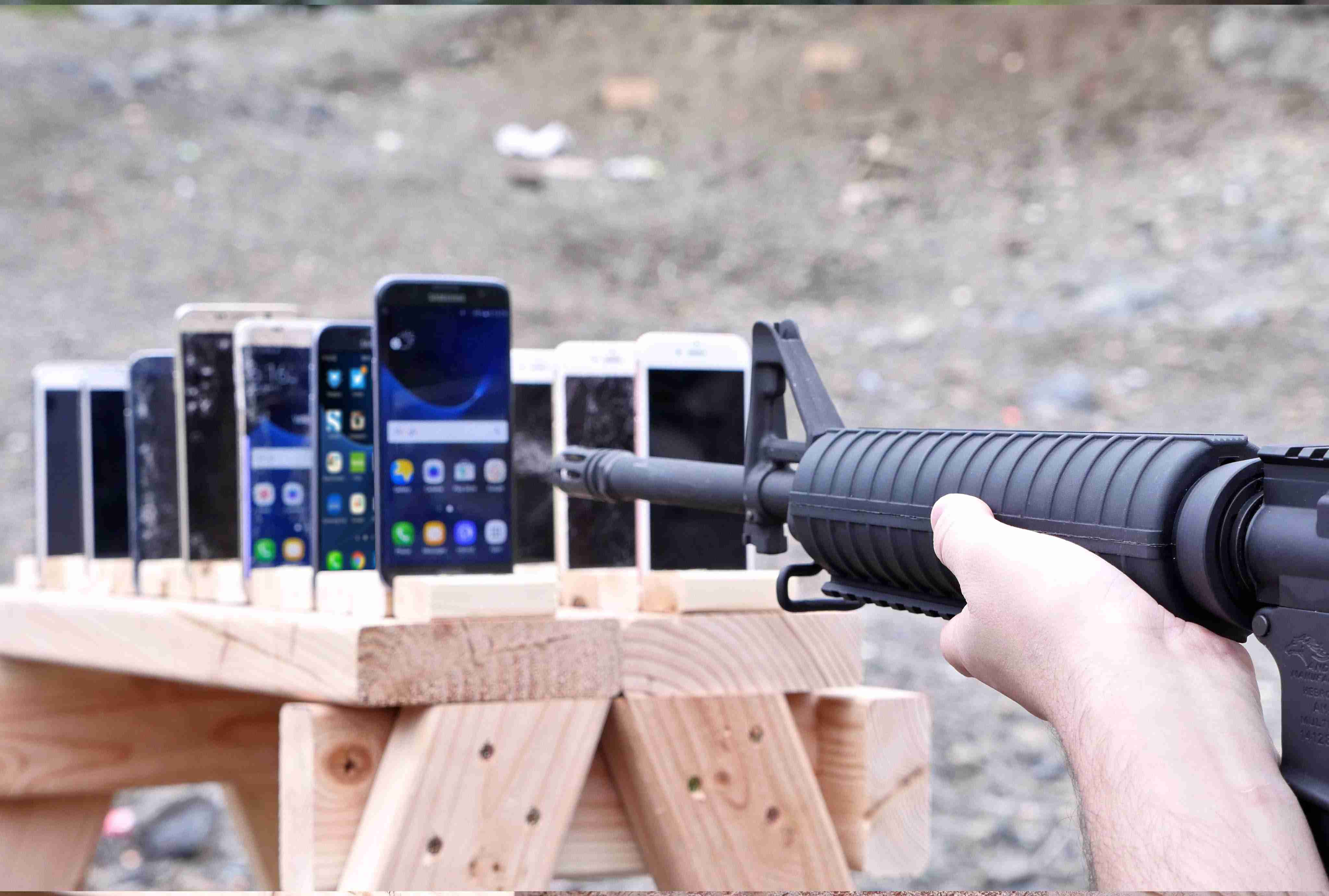 Which Phone is More Bulletproof? Samsung Galaxy vs iPhone - YouTube