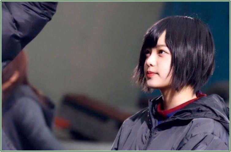 """欅坂46平手友梨奈、無敵の""""イケメンぶり""""で心奪う"""