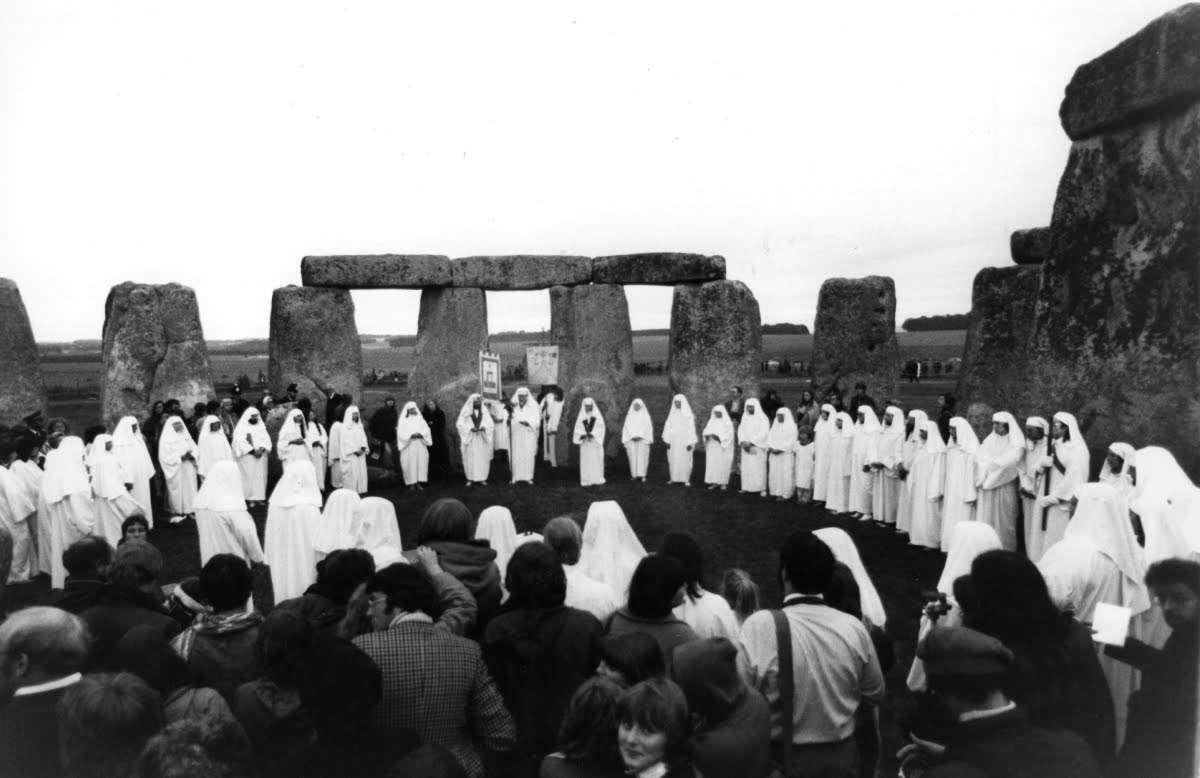 ハロウィーンの起源 //  ドルイド教の残酷な生贄儀式 - YouTube