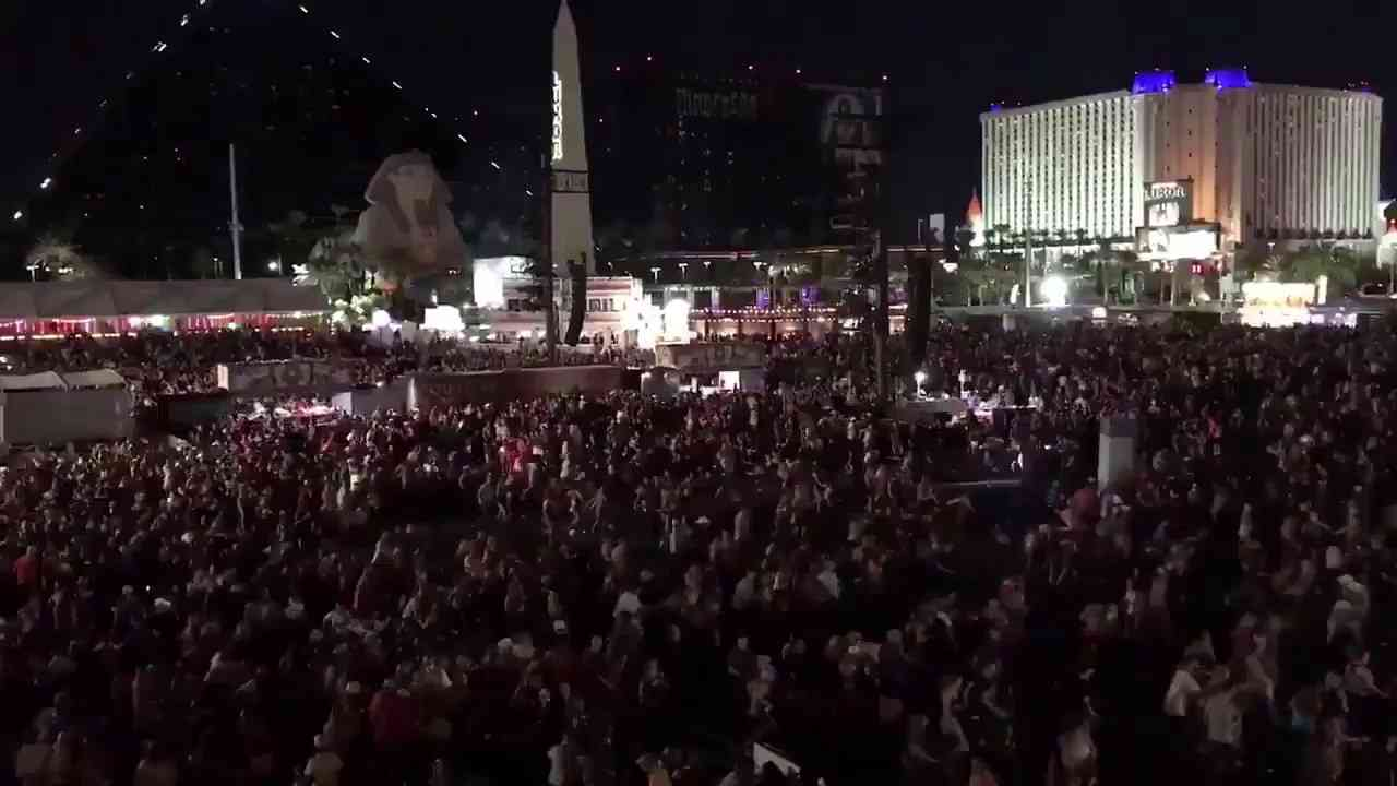 Shooting at Mandalay Bay, Las Vegas; Crowd runs for their lives as shooters fire upon crowd - YouTube