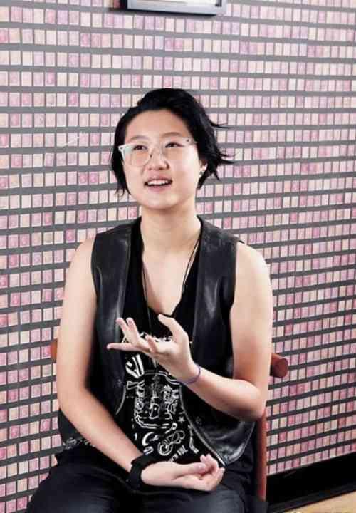 ジャッキー・チェンの17歳娘が同性愛者と認める -- Record China