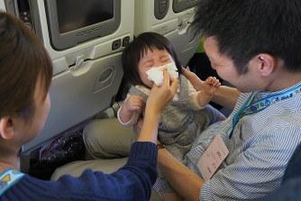 ANA  チャーター機で乳幼児が泣かないことをめざす「赤ちゃん泣かない」飛行 結果は