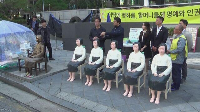 韓国 バスの慰安婦少女像を大使館前に並べる | NHKニュース
