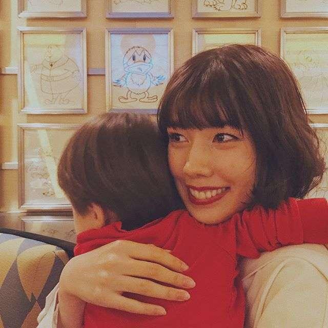 仲里依紗&中尾明慶、ディズニーで愛息誕生日をお祝い 親としての思い明かす