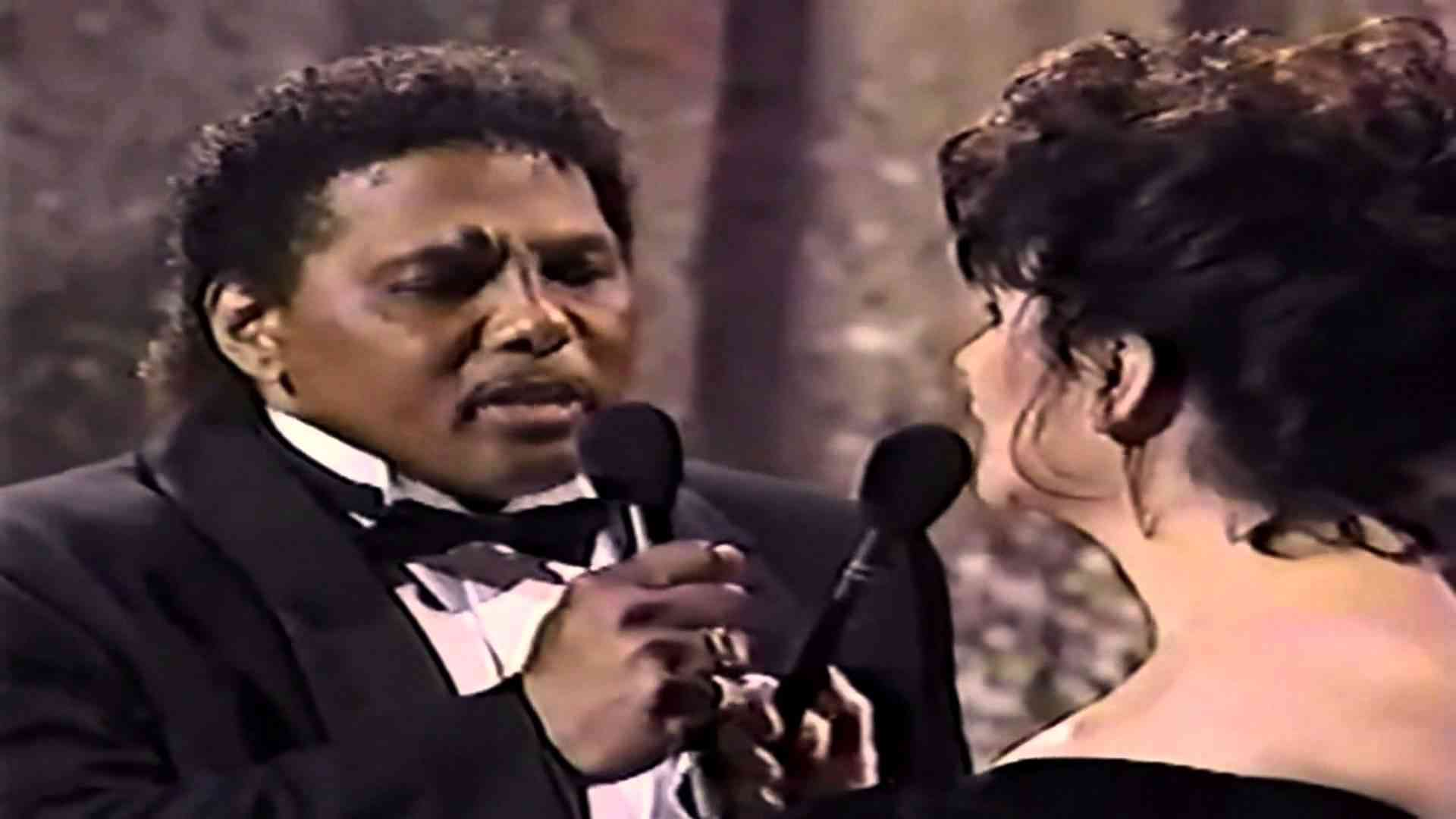 Linda Ronstadt feat. Aaron Neville - Don't know much ( live ) - YouTube