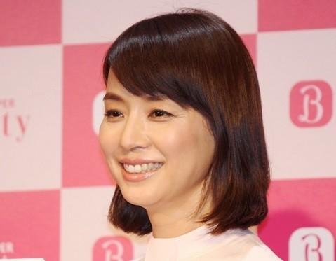 石田ゆり子が「オトコ」と至福の添い寝 ファン「羨ましい~~」 : J-CASTニュース