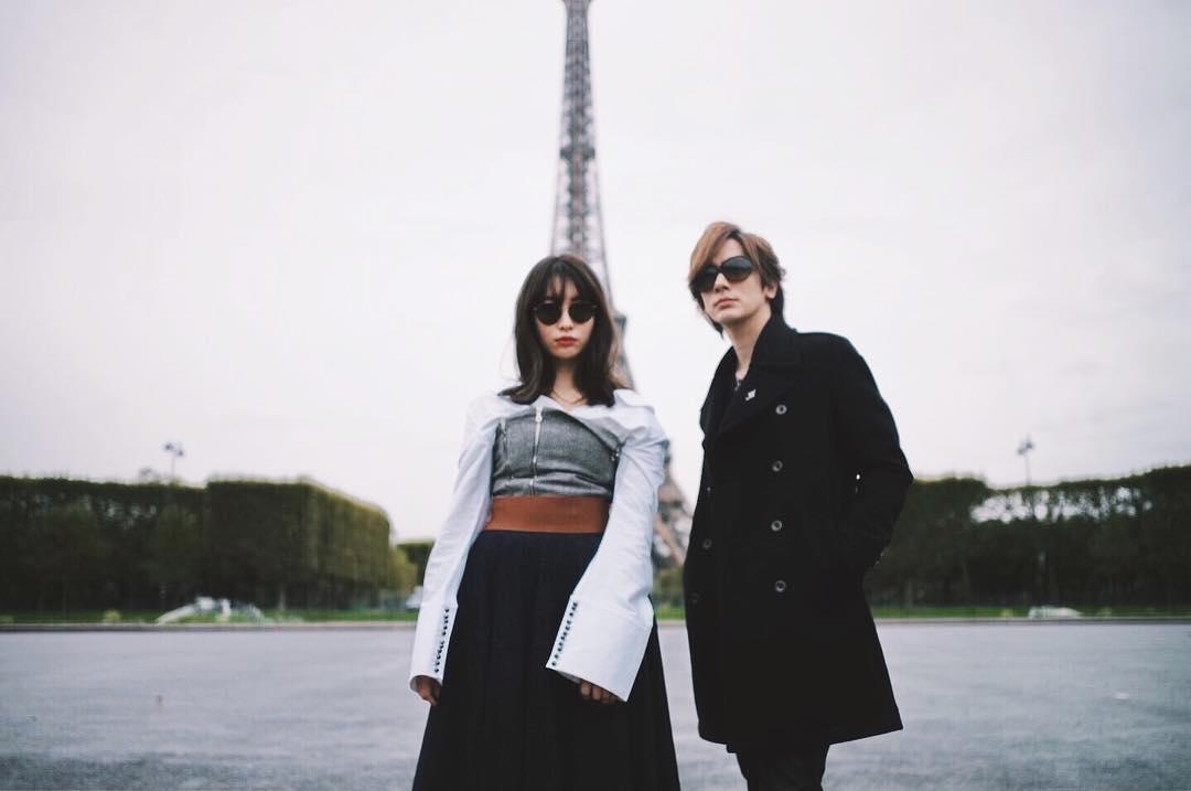 小嶋陽菜、DAIGOとの2ショット公開!ファッション雑誌のようなクールさに絶賛の声