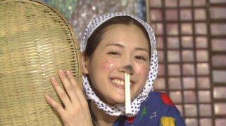 """水川あさみと綾瀬はるか、""""どじょうひげ""""ドヤ顔2ショットでカズオ・イシグロを祝福"""