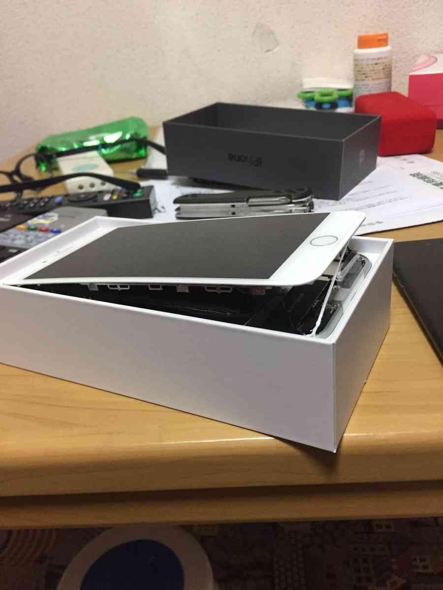 iPhone 8 Plusにバッテリー膨張問題が勃発、Appleは調査を開始