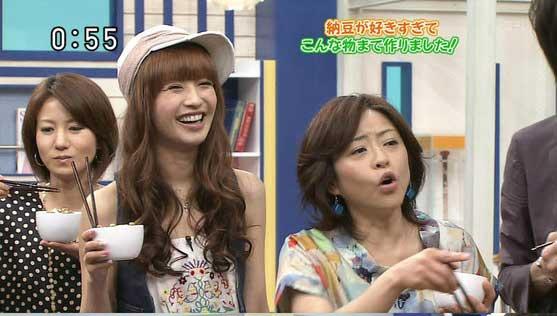 内田理央、マギー、優木まおみ「美女と野獣」イメージした衣装で作品をアピール