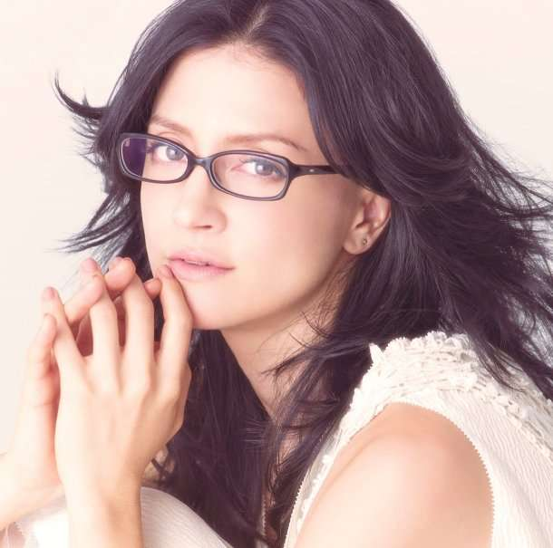 アンジェラ・アキ、メガネを外す!活動休止前に「リセットの意味を込めて」←美人すぎる件