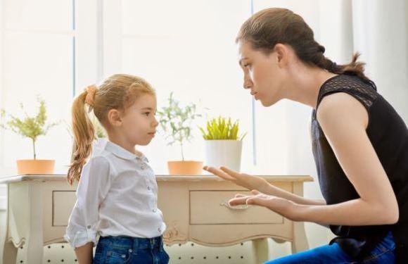 人前で子供を褒めるのが苦手な人