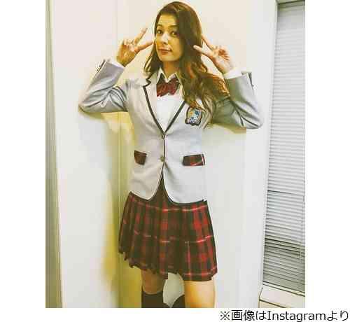 スザンヌがミニスカ制服姿「脚がすーすー」 | Narinari.com