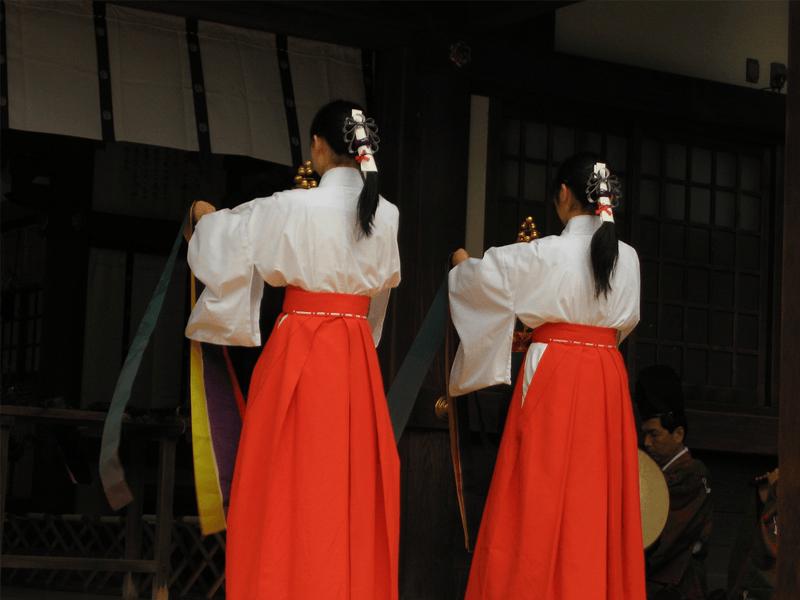 日本酒の起源!巫女がお米を噛んで造る「口噛み酒」とは? |SAKETIMES