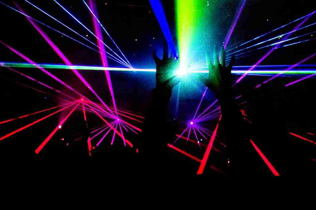 知ってるようで知らない!DJがクラブで流す6つの音楽ジャンル —  | クラブミュージック、DJ入門の情報サイト「DJ HACKs」