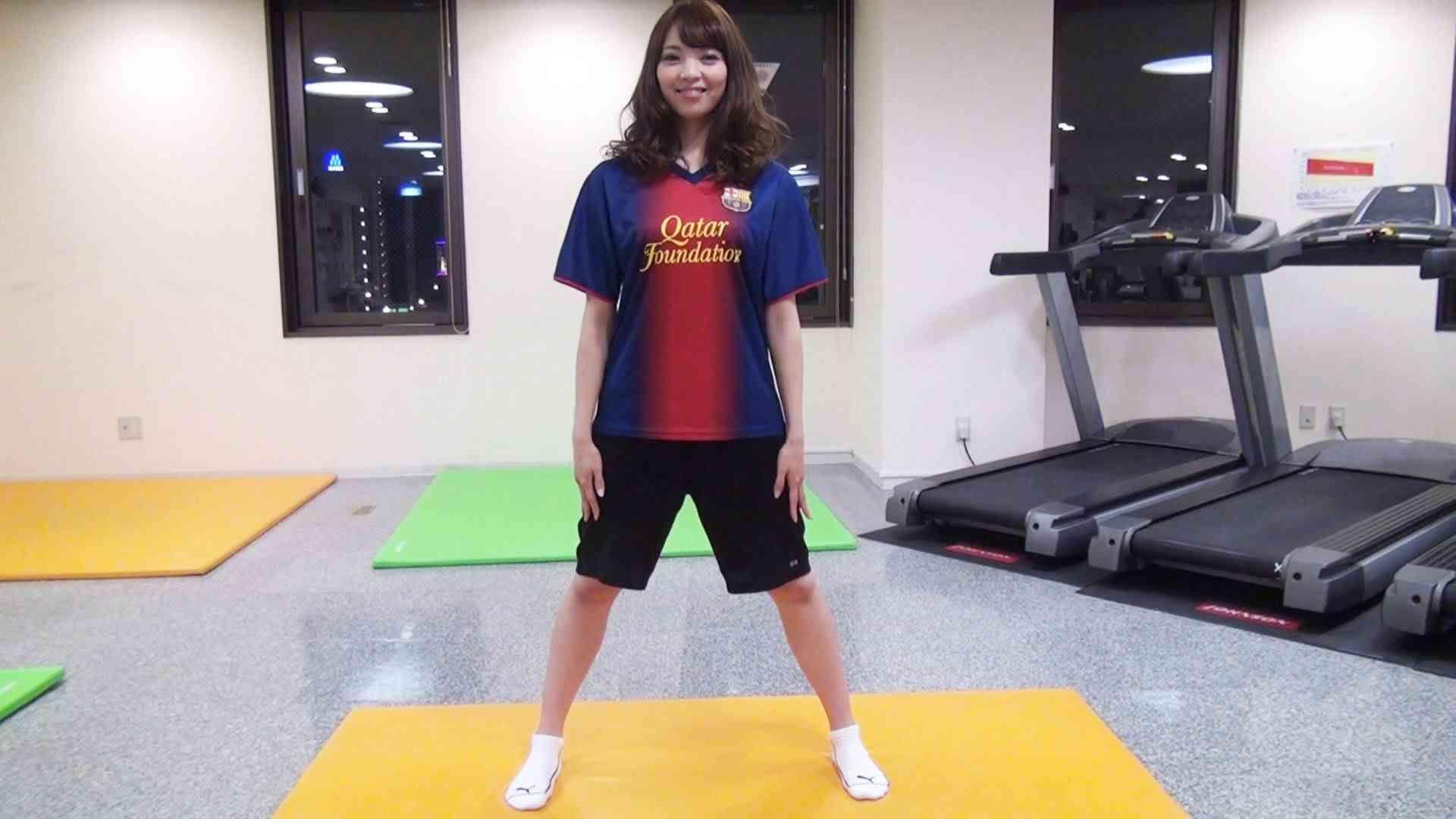 お腹の脂肪+背中の脂肪まで落とすスクワット! - YouTube